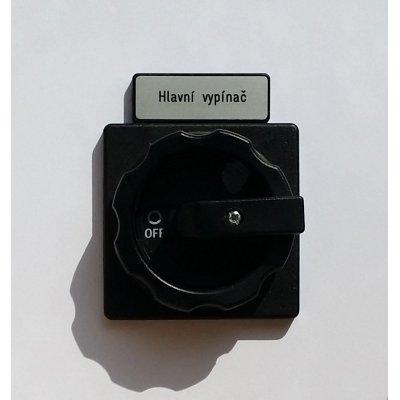 X72/SO/D1 X85 + X85 Hlavní vypínač - Pohled na štítek u černého ovladače